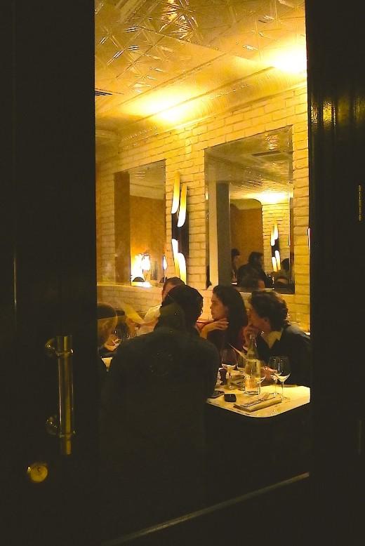 Beef-Club-salle-seen-through-front-door