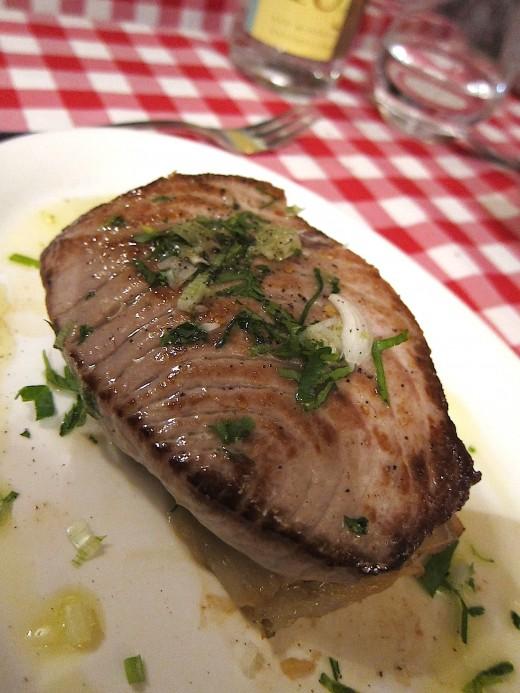 Petit-Tonneau-Tuna-Steak