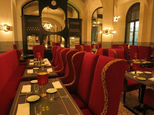 LES-CLIMATS-Diningroom-w-Wiener-Workstadt-chandeliers