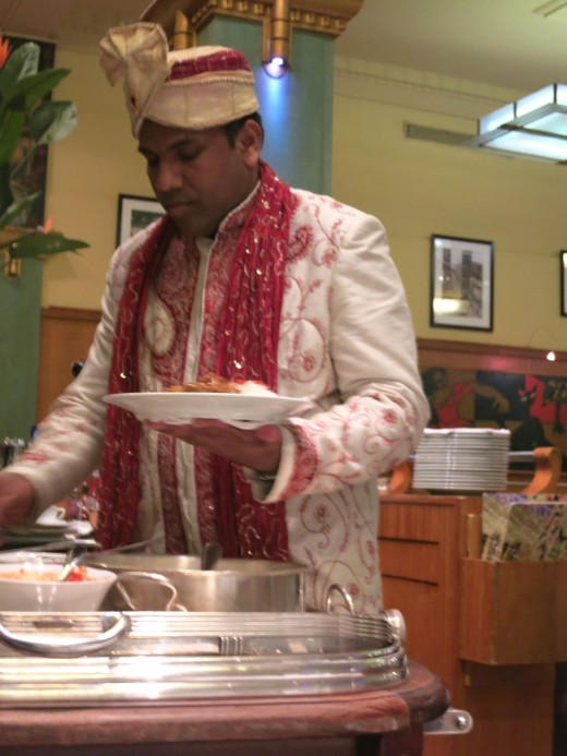 La Coupole - Indian curry server