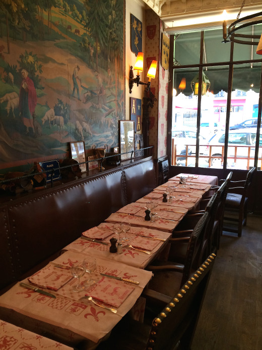 Auberge Bressane - empty charming diningroom