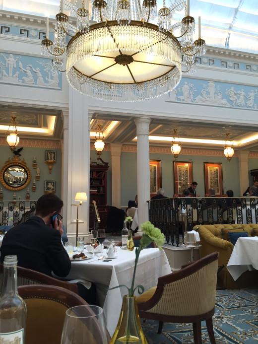 Celeste diningroom