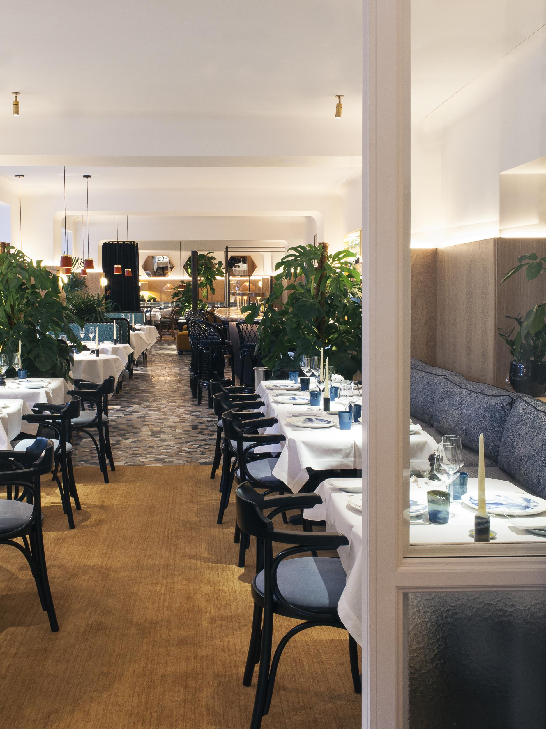 Divellec paris high tide at les invalides or a for Restaurant paris jardin