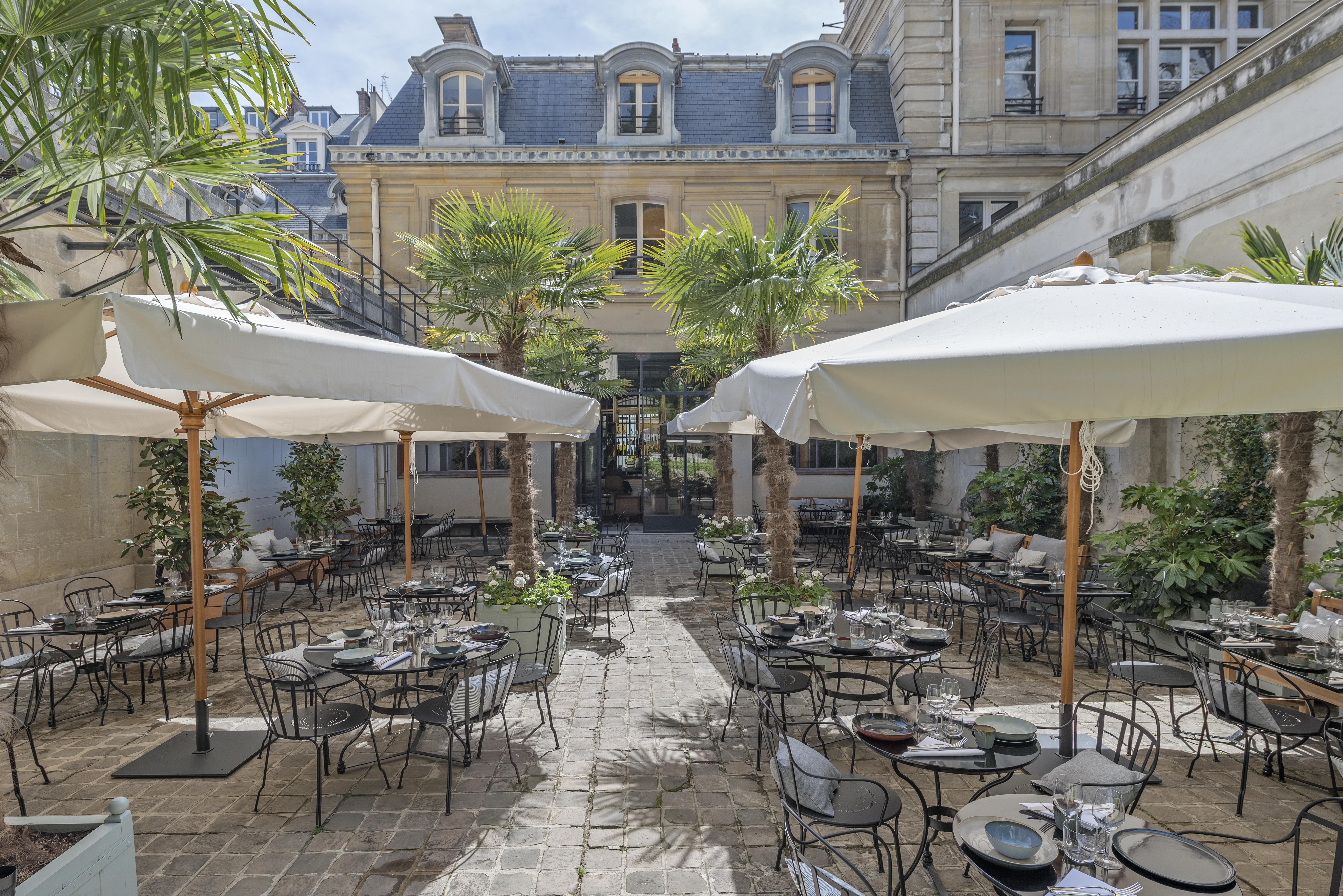 Le Camondo - Courtyard terrace