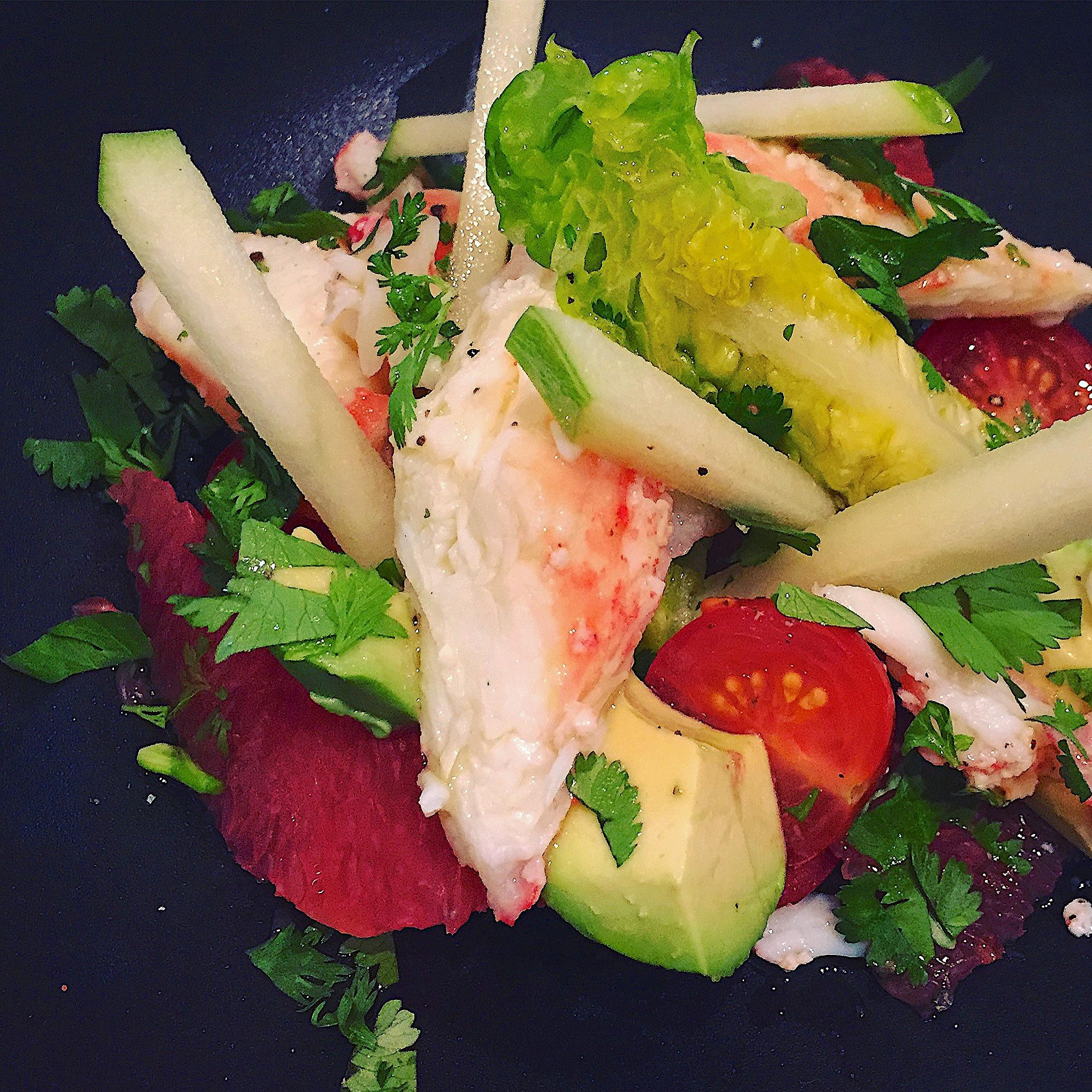 Le Drugstore - Crab, avocado, grapefruit salad @Alexander Lobrano