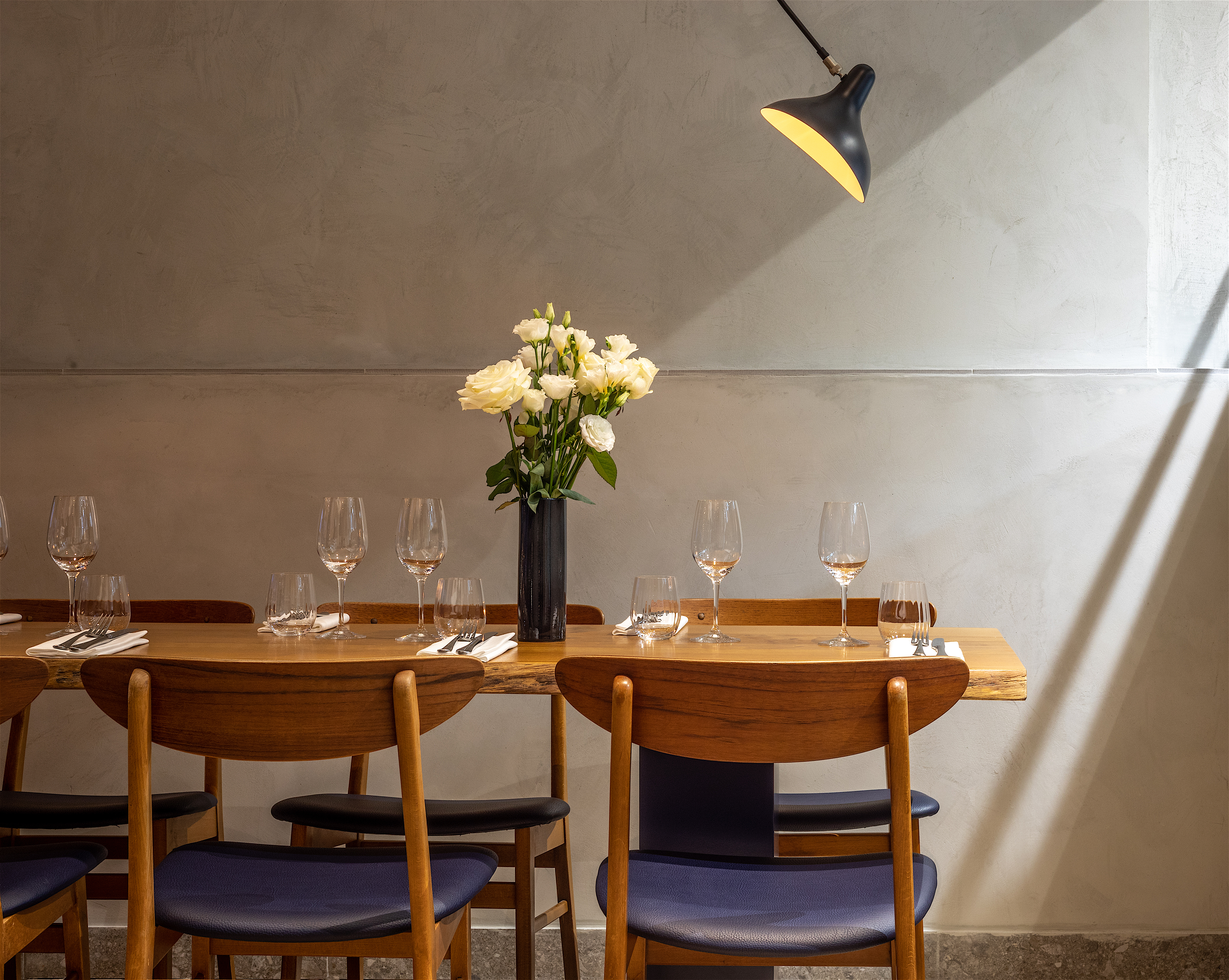 Deco Tonneau De Vin rooster, paris   a talented chef makes a big noise, b+